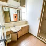2階洗面室。収納スペースが充実しています。(内装)
