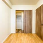 洋室2にはたっぷりと収納できるウォークインクローゼットがあります。(寝室)
