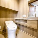 手洗いカウンター付きトイレ。(内装)