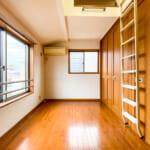3階洋室は可動間仕切りを利用して、広い空間としても個室としてもご利用いただけます。(寝室)