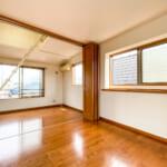 3階洋室は可動間仕切りを開ければ約9.5帖の空間としてご利用いただけます。(寝室)