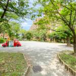 美浜東エステートの敷地内には公園があります。(周辺)