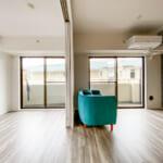 可動間仕切りを利用することで個室としてもリビングの延長としても仕様することができます。(居間)